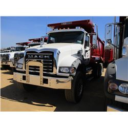 2017 MACK GU713 DUMP, VIN/SN:1M2AX07C0HM036576 - TRI-AXLE, 455 HP MACK MP8 ENGINE, ALLISON 4500 RDS