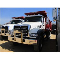 2017 MACK GU713 DUMP, VIN/SN:1M2AX07C2HM036577 - TRI-AXLE, 455 HP MACK MP8 ENGINE, ALLISON 4500 RDS