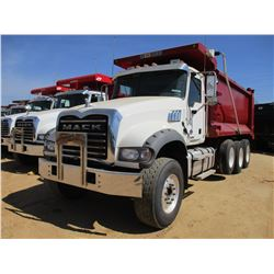 2017 MACK GU713 DUMP, VIN/SN:1M2AX07C5HM036590 - TRI-AXLE, 455 HP MACK MP8 ENGINE, ALLISON 4500 RDS