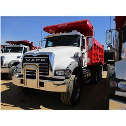 2017 MACK GU713 DUMP, VIN/SN:1M2AX07C2HM036580 - TRI-AXLE, 455 HP MACK MP8 ENGINE, ALLISON 4500 RDS