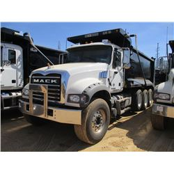 2018 MACK GU713 DUMP, VIN/SN:1M2AX07C6JM037091 -TRI-AXLE, 455 HP MACK MP8 ENGINE, MACK T310M 10 SPEE
