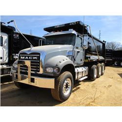2017 MACK GU713 DUMP, VIN/SN:1M2AX07C5HM061425 - TRI-AXLE, 455 HP MACK MP8 ENGINE, ALLISON 4500 RDS