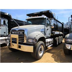 2017 MACK GU713 DUMP, VIN/SN:1M2AX07CXHM061422 - TRI-AXLE, 455 HP MACK MP8 ENGINE, ALLISON 4500 RDS