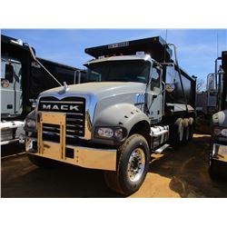 2017 MACK GU713 DUMP, VIN/SN:1M2AX07C4HM061416 - TRI-AXLE, 455 HP MACK MP8 ENGINE, ALLISON 4500 RDS
