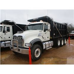 2017 MACK GU713 DUMP, VIN/SN:1M2AX07C7HM061412 - TRI-AXLE, 455 HP MACK MP8 ENGINE, ALLISON 4500 RDS
