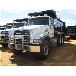 2018 MACK GU713 DUMP, VIN/SN:1M2AX07C4JM037106 - TRI-AXLE, 455 HP MACK MP8 ENGINE, MACK T310M 10 SPE