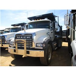 2018 MACK GU713 DUMP, VIN/SN:1M2AX07C5JM037096 - TRI-AXLE, 455 HP MACK MP8 ENGINE, MACK T310M 10 SPE