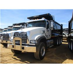 2017 MACK GU713 DUMP, VIN/SN:1M2AX07C8HM036549 - TRI-AXLE, 455 HP MACK MP8 ENGINE, ALLISON 4500 RDS