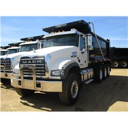 2017 MACK GU713 DUMP, VIN/SN:1M2AX07C4HM061433 - TRI-AXLE, 455 HP MACK MP8 ENGINE, ALLISON 4500 RDS