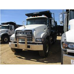 2018 MACK GU713 DUMP, VIN/SN:1M2AX07C6JM037107 - TRI-AXLE, 455 HP MACK MP8 ENGINE, MACK T310M 10 SPE