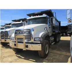 2017 MACK GU713 DUMP, VIN/SN:1M2AX07C3HM036510 - TRI-AXLE, 455 HP MACK MP8 ENGINE, ALLISON 4500 RDS