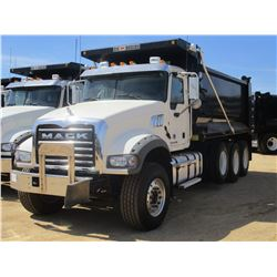 2017 MACK GU713 DUMP, VIN/SN:1M2AX07C7HM061426 - TRI-AXLE, 455 HP MACK MP8 ENGINE, ALLISON 4500 RDS