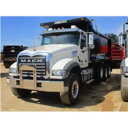 2017 MACK GU713 DUMP, VIN/SN:1M2AX07C5HM061439 - TRI-AXLE, 455 HP MACK MP8 ENGINE, ALLISON 4500 RDS