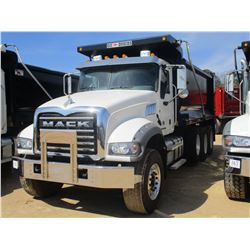 2017 MACK GU713 DUMP, VIN/SN:1M2AX07C1HM061437 - TRI-AXLE, 455 HP MACK MP8 ENGINE, ALLISON 4500 RDS