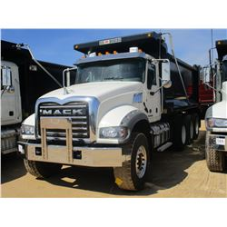 2017 MACK GU713 DUMP, VIN/SN:1M2AX07C3HM061438 - TRI-AXLE, 455 HP MACK MP8 ENGINE, ALLISON 4500 RDS