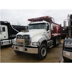 2015 MACK GU713 DUMP, VIN/SN:1M2AX09C4FM0252235 - TRI-AXLE. 425HP MP 8 MACK DIESEL ENGINE, T310 MACK
