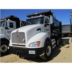 2013 KENWORTH T440 DUMP, VIN/SN:1NKBX5TX8DJ365227 - TRI-AXLE, 370 HP CUMMINS ISL9 ENGINE, ALLISON 45