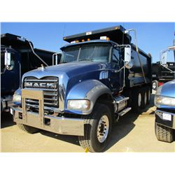 2009 MACK GU713 DUMP, VIN/SN:1N2AX09C99M007236 - TRI-AXLE, MACK MP8-425M ENGINE, MACK T310M 10 SPD T