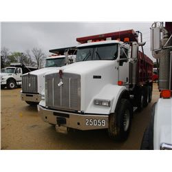 2007 KENWORTH T800 DUMP, VIN/SN:1NKDLB0X97J208317 - TRI-AXLE, 466HP CAT C15 ENGINE, 13 SPEED TRANS,
