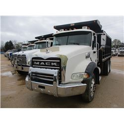 2007 MACK CTP 713 DUMP, VIN/SN:1M2AT13C57M003420 - T/A, 405HP MACK MP7-405 DIESEL ENGINE, 10 SPD TRA