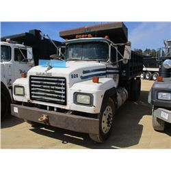 1992 MACK RD688S DUMP, VIN/SN:1M2P267Y9NM011680 - T/A, MACK DIESEL ENGINE, 9 SPEED TRANS, 16' OX BOD