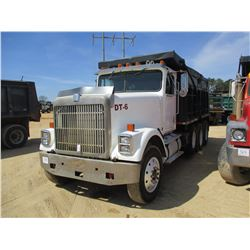 1990 INTERNATIONAL 4370 DUMP, VIN/SN:2HSFBG3R1LC039983 - TRI-AXLE, CUMMINS 400 DIESEL ENGINE, 16' DU