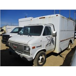 1992 GMC VANDURA 3500 BOX TRUCK, VIN/SN:2GTJG31KXN4525711 - S/A, GAS ENGINE, A/T, HYD LIFT GATE (COU