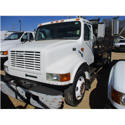1998 INTERNATIONAL 4700 FLATBED TRUCK, VIN/SN:1HTSCABLXWH558206 - GVWR 23,500#, IHC DIESEL ENGINE, A