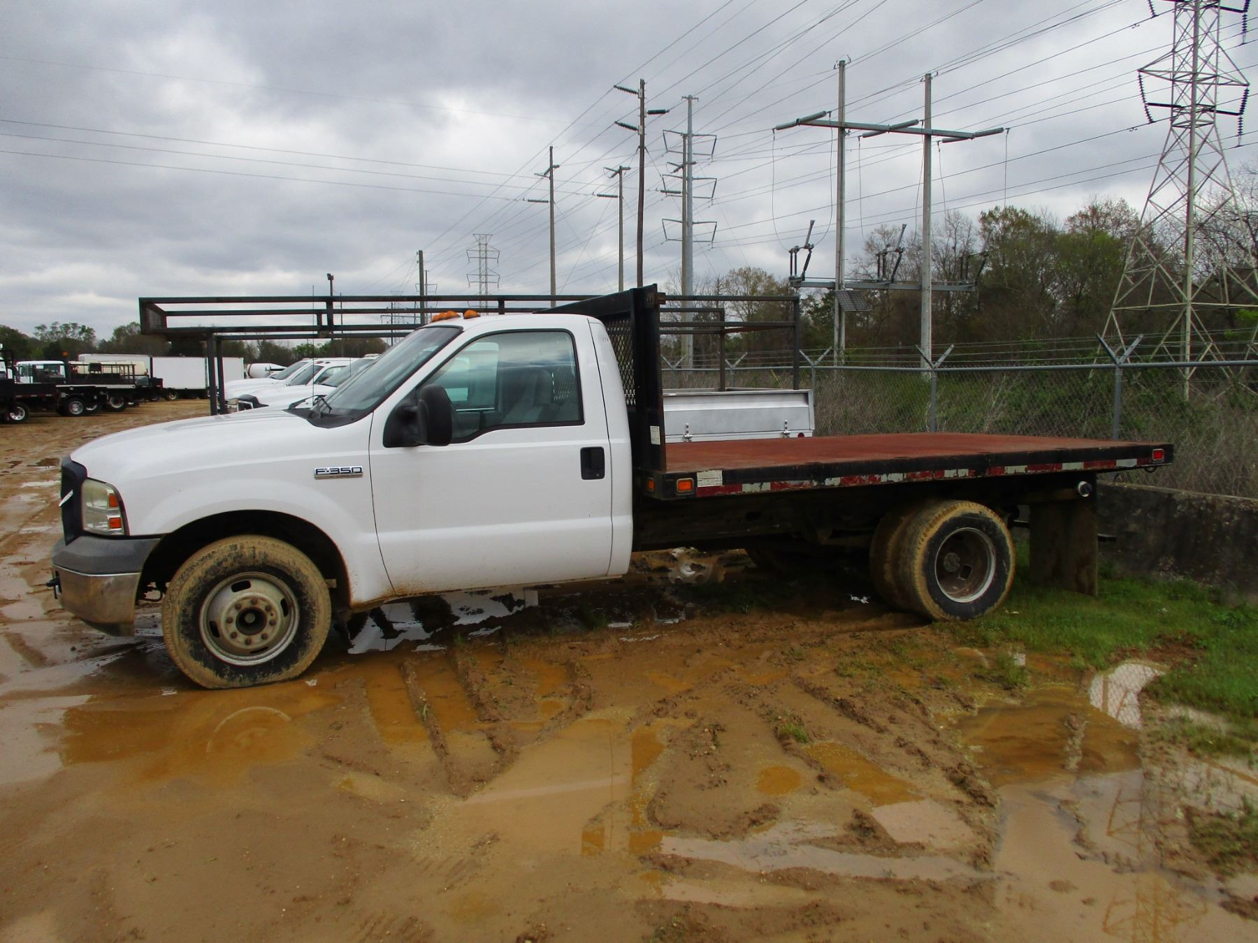 FORD F350 FLATBED TRUCK S A DUALLY GAS ENGINE A T ODOMETER