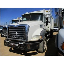 2010 MACK GU813 GARBAGE TRUCK, VIN/SN:1M2AX13C5AM010248 - T/A, 320 HP MACK MP7 DIESEL ENGINE, ALLISO
