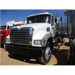 2013 MACK GU713 ROLL OFF TRUCK, VIN/SN:1M2AX04C6DM015083 - T/A, 405 HP MACK MP7405M DIESEL ENGINE, 8