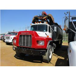 1997 MACK RD688S TRASH TRUCK, VIN/SN:1M2AM08C2VM004134 - T/A, MACK DIESEL ENGINE, 13 SPEED TRANS, 19