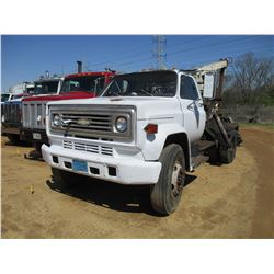 1986 CHEVROLET GRAPPLE TRUCK, VIN/SN:1GBM7D1F5GV119560 - GAS ENGINE, 5 SPD TRANS, REAR KNUCKLEBOOM L