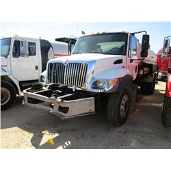 2005 INTERNATIONAL 7300 ASPHALT DISTRIBUTOR, VIN/SN:1HTZZAANX5J152157 - S/A, IHC DIESEL ENGINE, 5 SP