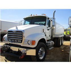 2006 MACK CV713 WATER TRUCK, VIN/SN:1M2AG11Y26M031712 - MACK DIESEL ENGINE, 10 SPEED TRANS, 44K REAR
