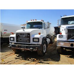 1998 MACK RD690S WATER TRUCK, VIN/SN:1M2P264C9WM025296 - EM7 300 ENGINE, 7 SPD TRANS, 38K REARS, LED