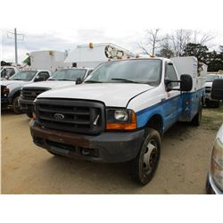 2000 FORD F550 SERVICE TRUCK, VIN/SN:1FDAF56F1YEC72062 - FORD POWER STROKE DIESEL ENGINE, 5 SPEED TR