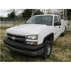 2006 CHEVROLET C2500 SERVICE TRUCK, VIN/SN:1GCHC29U86E192419 - EXT CAB, V8 GAS ENGINE, A/T, READING