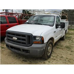 2005 FORD F250 SERVICE TRUCK, VIN/SN:1FDSF20P65EB13814 - POWERSTROKE DIESEL ENGINE, A/T, READING SER