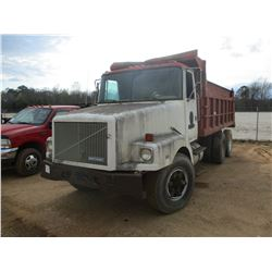 GMC DUMP, - T/A, DIESEL ENGINE, 14' STEEL DUMP BODY, 11R22.5 REAR TIRES, 315/80R22.5 FRONT TIRES (DO