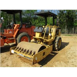 "CAT CP323C ROLLER, VIN/SN:6DM00326 - VIBRATORY, 50"" SMOOTH DRUM, CANOPY, METER READING 429 HOURS"