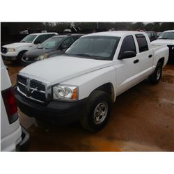 2005 DODGE DAKOTA PICKUP, VIN/SN:1D7HE28K05S296385 - CREW CAB, GAS ENGINE, A/T, ODOMETER READING 185