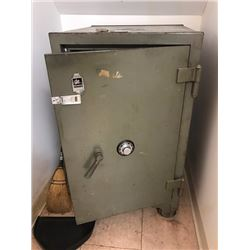 Large Victor Combination Safe - just added to auction 1/11/17 4:10pm