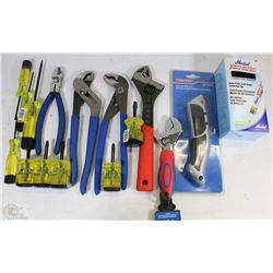 FLAT OF NEW TOOLS INCLUDING, UTILITY BLADES