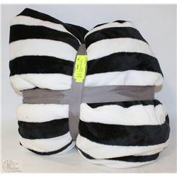 NEW PLUSH BLACK AND WHITE QUEEN BLANKET