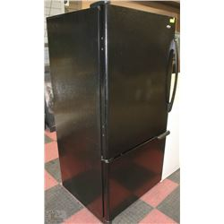BLACK AMANA BOTTOM FREEZER FRIDGE