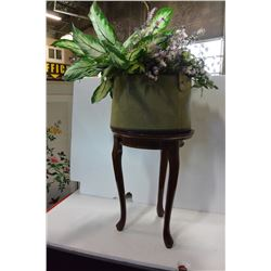 ROUND WOOD PLANTSTAND & LEATHER PLANTER W/ FLORAL