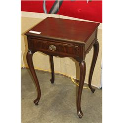 QUEEN ANNE ENDTABLE WITH DRAWER