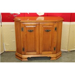 2 DOOR MAPLE HALL CUPBOARD