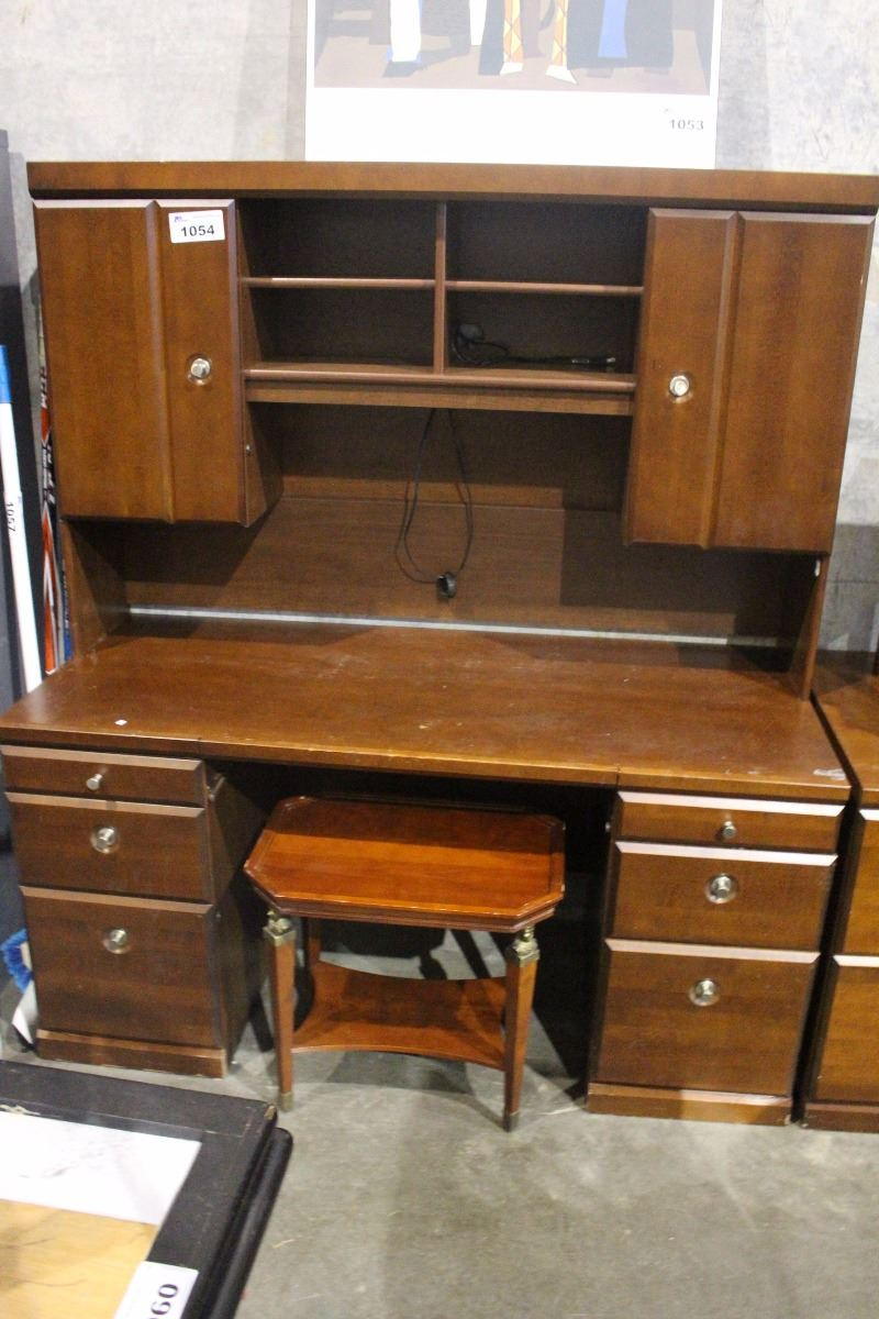 PUTER DESK WITH 2 SMALL FILING CABINETS
